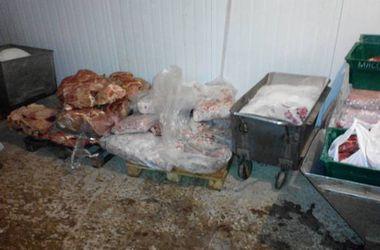 В Кривом Роге детей в школах кормили некачественной колбасой