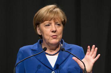 Меркель отметила важность ведения диалога с Россией