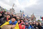 На Майдане зажигали свечи и делились воспоминаниями