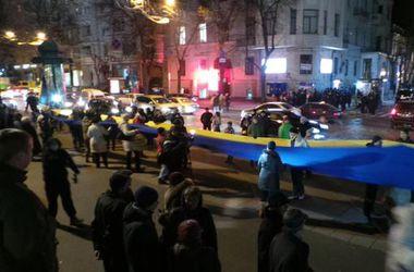 На митинге в Харькове растянули 50-метровый флаг Украины