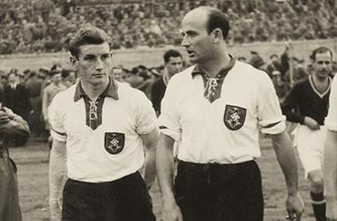 Немецкий футбольный союз извинился за фотографию с нацистской символикой