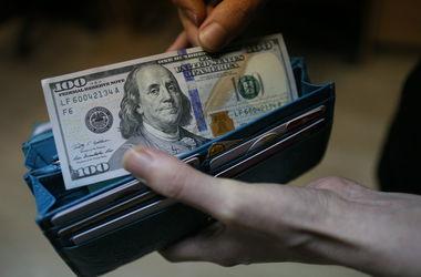 Чего ждать от курса доллара: мнения экспертов