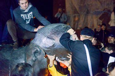 Админсуд признал снесение памятника Ленину в Харькове незаконным