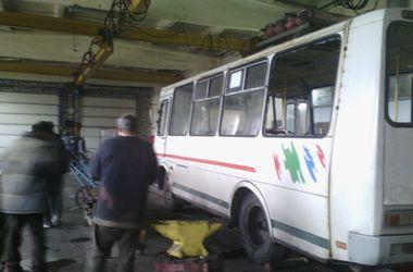 """Очевидцы трагедии в Донецке: водитель """"маршрутки"""" остановился и предложил спрятаться"""
