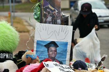 Американский полицейский рассказал, как убил подростка