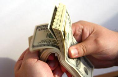 """Курс доллара НБУ упал ниже """"психологической отметки"""""""