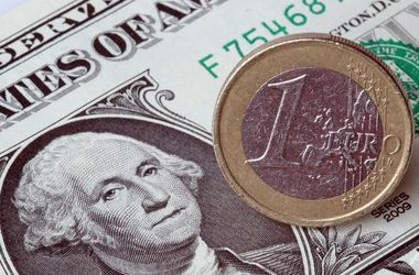 Межбанк открылся курсом доллара выше 15 грн