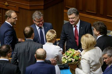 Порошенко поздравил Тимошенко с Днем рождения