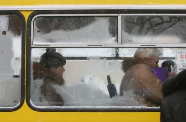 Для киевских автобусов и троллейбусов сделали дополнительную остановку