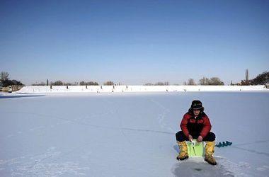 В Черниговской области спасены семь рыбаков на дрейфующий льдине - ГСЧС