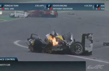 Марк Уэббер попал в ужасную аварию во время  гонки в Сан-Паулу