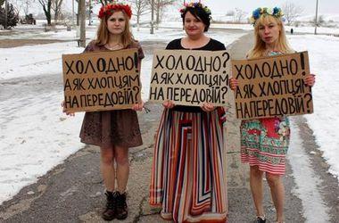 Под Одессой полуголые девушки собирали деньги для бойцов АТО