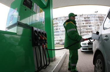 С началом зимы цены на бензин упали