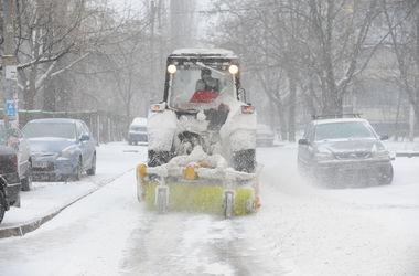 За выходные с улиц Киева вывезли 45 тонн снега