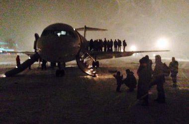 В днепропетровском аэропорту пассажиров сняли с самолета из-за задымления