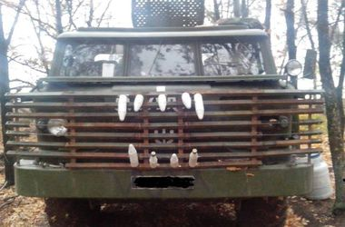 Как украинские военные тюнингуют броню для устрашения боевиков