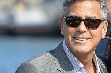 Кристиан Бейл посоветовал Джорджу Клуни спокойнее реагировать на папарацци
