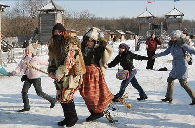Под Киевом на выходные воссоздадут древние обряды и будут гадать на судьбу