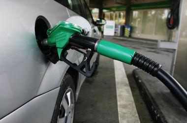 "АЗС ""откатывают"" цены на бензин"