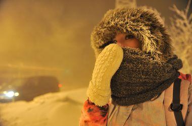 Днепропетровскую область завалило снегом: водителей просят воздержаться от поездок по городу