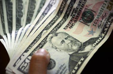 Курс доллара все ближе к отметке в 16 грн