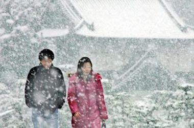 Жертвами сильных снегопадов в Японии стали два человека