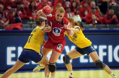 Украина уступила Дании в стартовом поединке Евро-2014 по гандболу