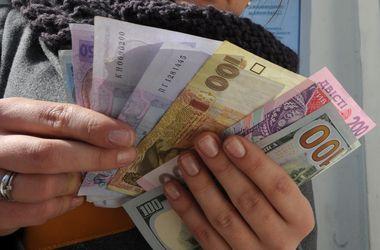 Курс доллара в обменниках преодолел отметку в 16 грн