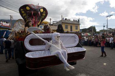 В Гватемале устроили танцы дьявола