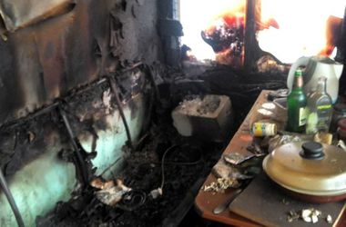 В Киеве горел автосервис, в огне погиб охранник