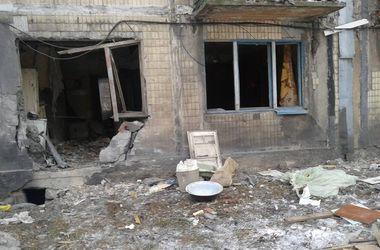 В Донецке повреждены десятки жилых домов, церковь, школа и общежитие