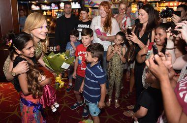 Николь Кидман на премьере в Сиднее наслаждалась объятиями детей