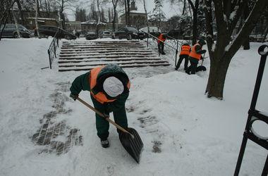 """""""Киевавтодор"""" запасся 338 тонн соли на случай снегопадов и гололеда"""