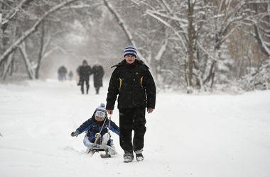 Завтра в Украине будет снежно, скользко и тепло