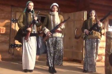 В России прошел модный показ ватников и оружия
