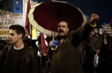 Парламент Греции принял бюджет, несмотря на митинги