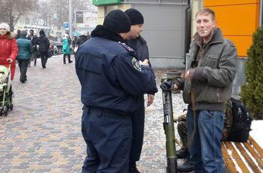 В Днепропетровске парни с гранатометом собирали деньги для бойцов
