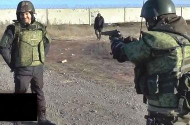 Боевик Моторола расстрелял волонтера из России