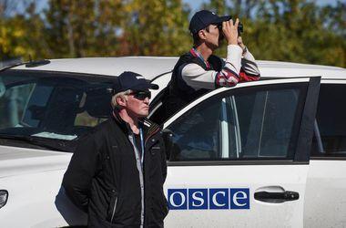"""На Донбассе обстреляли наблюдателей ОБСЕ в """"день тишины"""" - источник"""