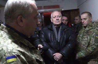 В Авдеевку после страшного обстрела приехал губернатор Кихтенко
