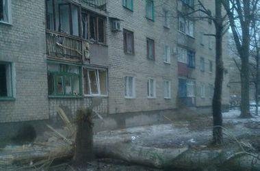 """Жители Авдеевки: """"Вчера стреляли из пулеметов и гранатометов, а сейчас главная проблема - тепло"""""""