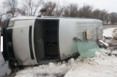 Под Харьковом перевернулся автобус из Луганска