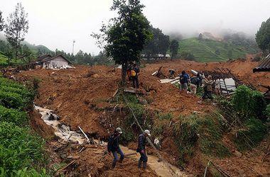 Число жертв схода оползней в Индонезии возросло до 17 человек