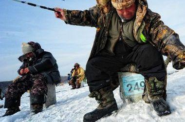 ГосЧС спасла 25 рыбаков с отколовшейся льдины на Днепре в Черкасской области