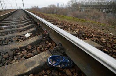 В Харьковской области поезда сбили 17-летнего парня и мужчину с мопедом