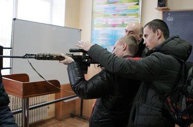 В Харькове школьников начали готовить к армии