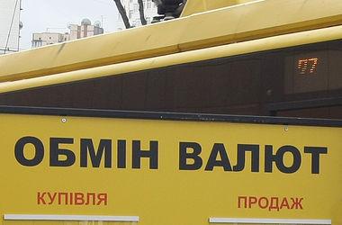 Курс доллара в обменниках Украины вырос еще сильнее