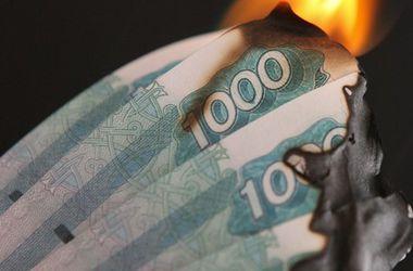 Мировые банки сокращают операции с рублем