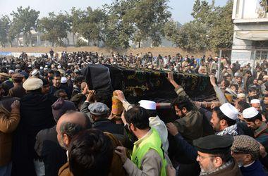 В Пакистане похоронили детей, убитых боевиками