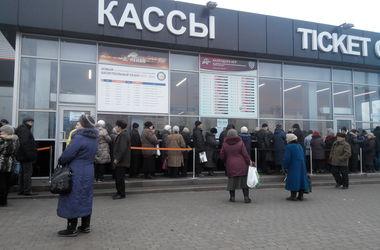 """Пенсионеры Донбасса: """"Люди дни и часы считают, когда им ехать помощь получать"""""""